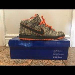 official photos 677d6 9584a Nike Shoes - Nike x Realtree Camo Mid SB Dunks